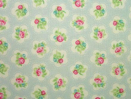 Dainty Flowers, Baby Blue, 100% Cotton Curtain / Soft Furnishing / Dressmaking Fabric